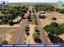 Autoridades visitam obras de asfaltamento das Agrovilas Brasil Novo e Coutinho União.