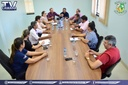 Prefeito e secretária participam de reunião por melhorias na saúde.